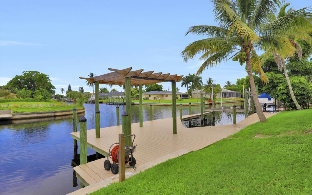 1930 Everest Pkwy Cape Coral - Home For Sale 469405647