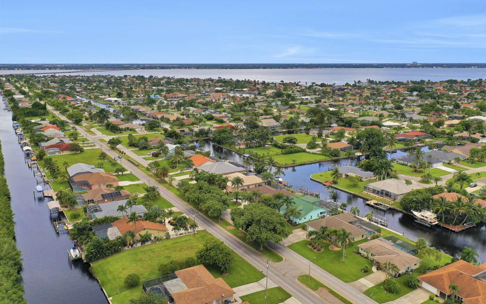 1930 Everest Pkwy Cape Coral - Home For Sale 157758422