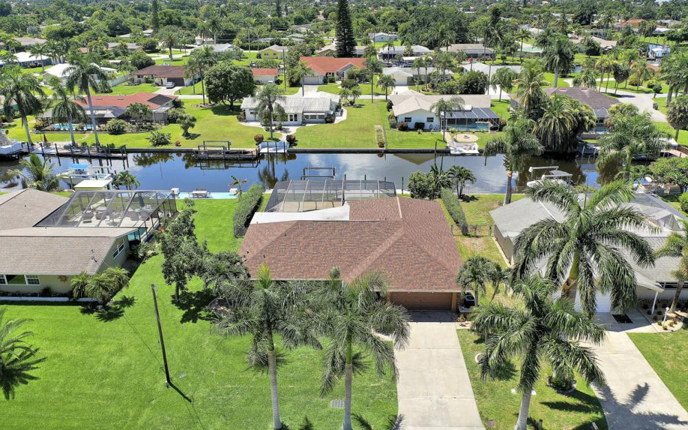 418 Avalon Dr, Cape Coral - Home For Sale 919726083