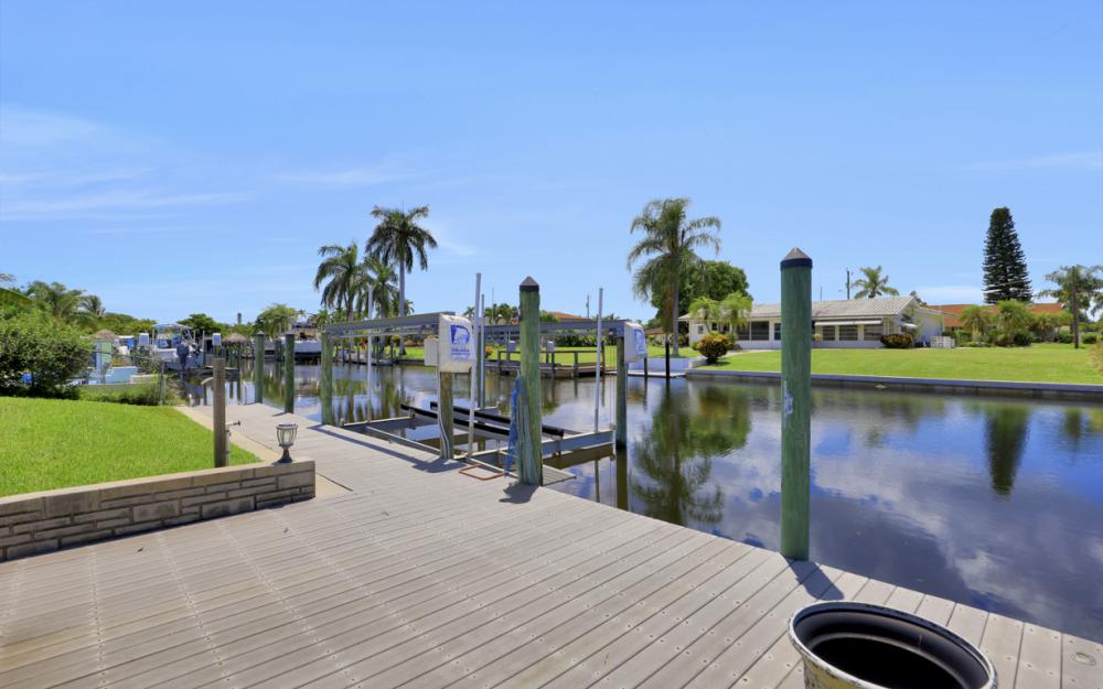 418 Avalon Dr, Cape Coral - Home For Sale 968521315