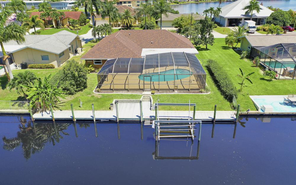 418 Avalon Dr, Cape Coral - Home For Sale 2097879415