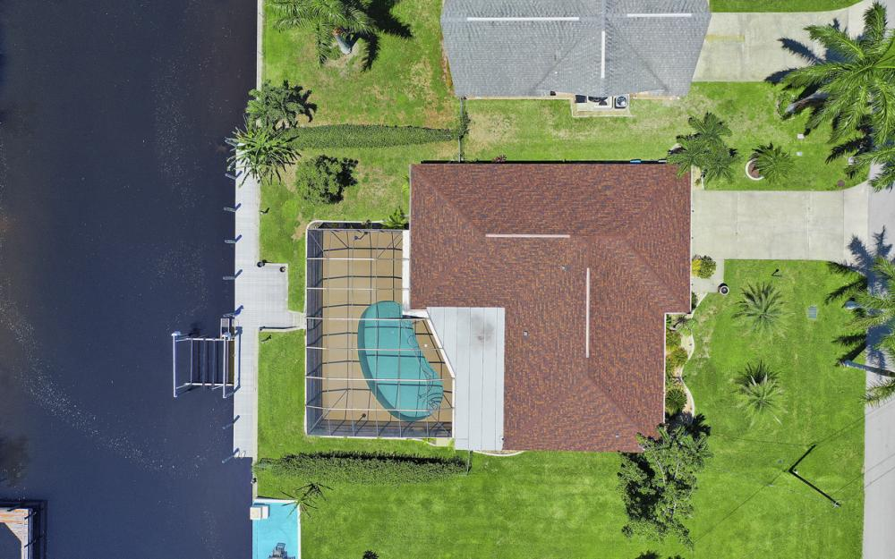 418 Avalon Dr, Cape Coral - Home For Sale 810564575