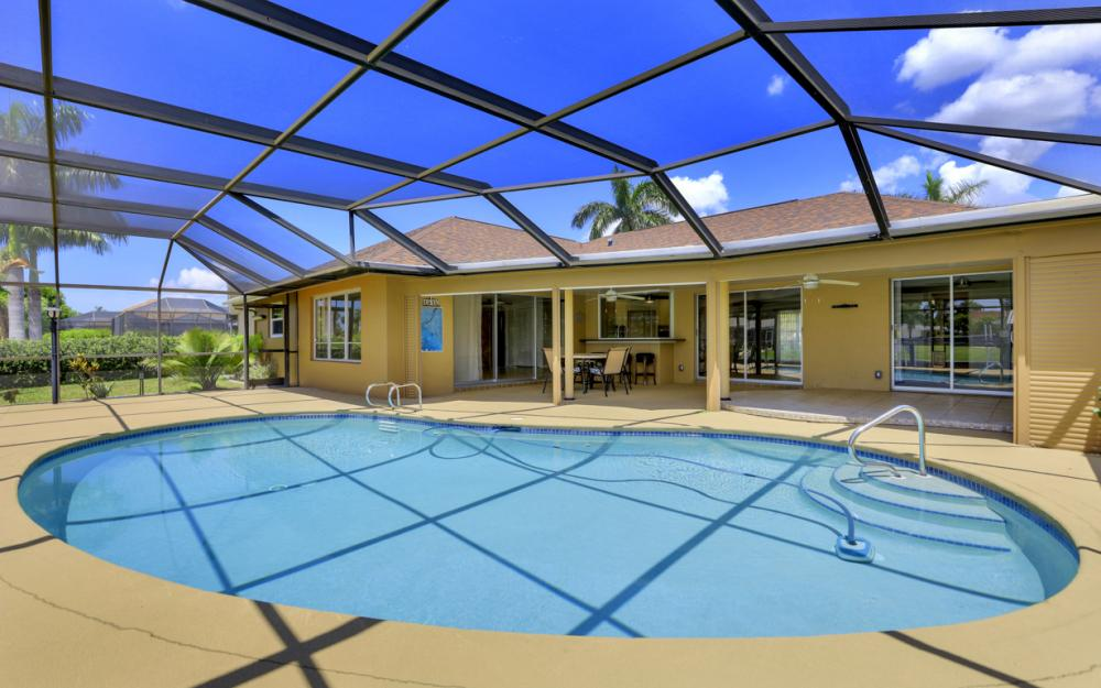418 Avalon Dr, Cape Coral - Home For Sale 623286954