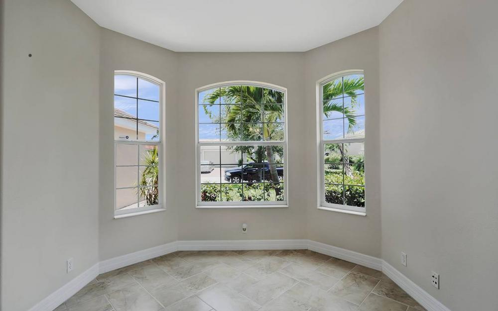 2466 Blackburn Cir, Cape Coral - House For Sale 2052946389