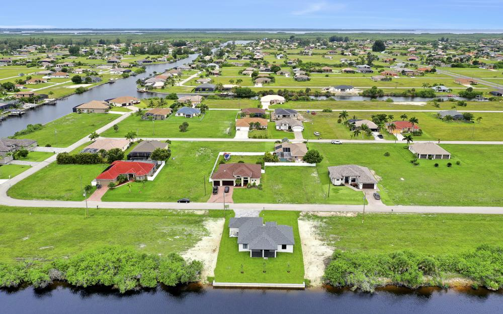 1019 NW 33rd Ave, Cape Coral - Home For Sale 1436337307