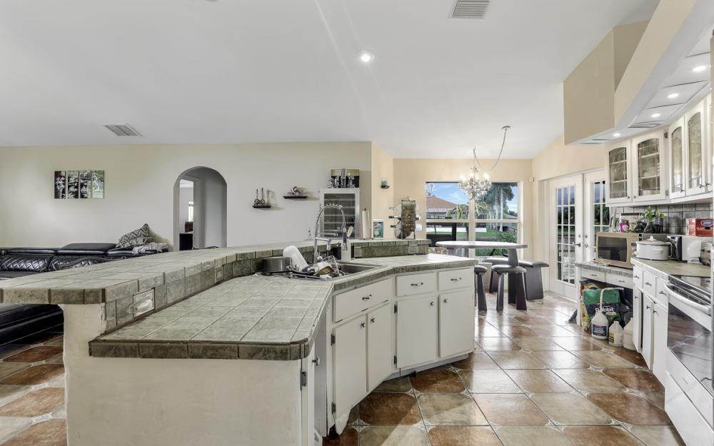 2717 Diplomat Pkwy W, Cape Coral - Home For Sale 812642332