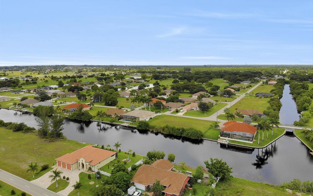2717 Diplomat Pkwy W, Cape Coral - Home For Sale 658930049