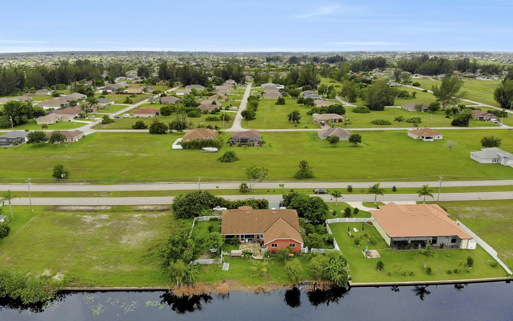 2717 Diplomat Pkwy W, Cape Coral - Home For Sale 730395567