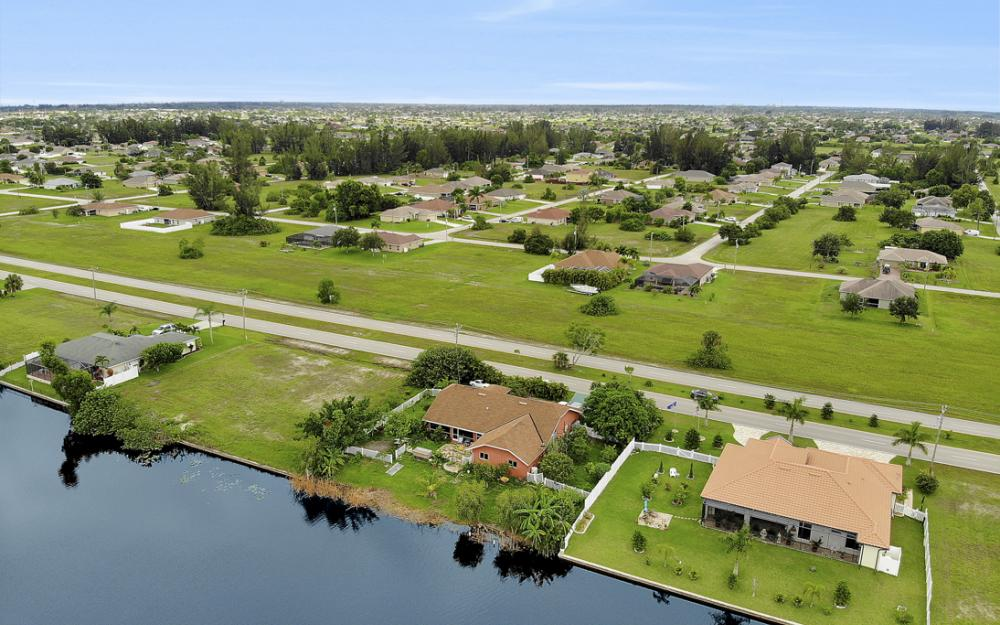 2717 Diplomat Pkwy W, Cape Coral - Home For Sale 2075542859