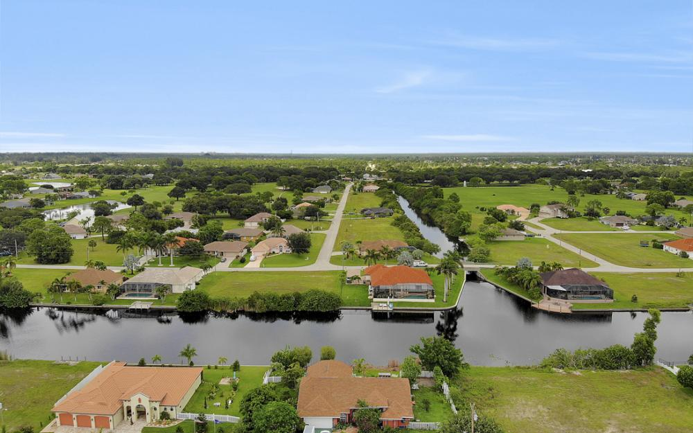 2717 Diplomat Pkwy W, Cape Coral - Home For Sale 1988694455