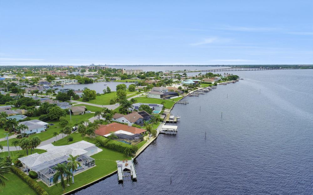 1608 Edith Esplanade, Cape Coral - Home For Sale 613427236