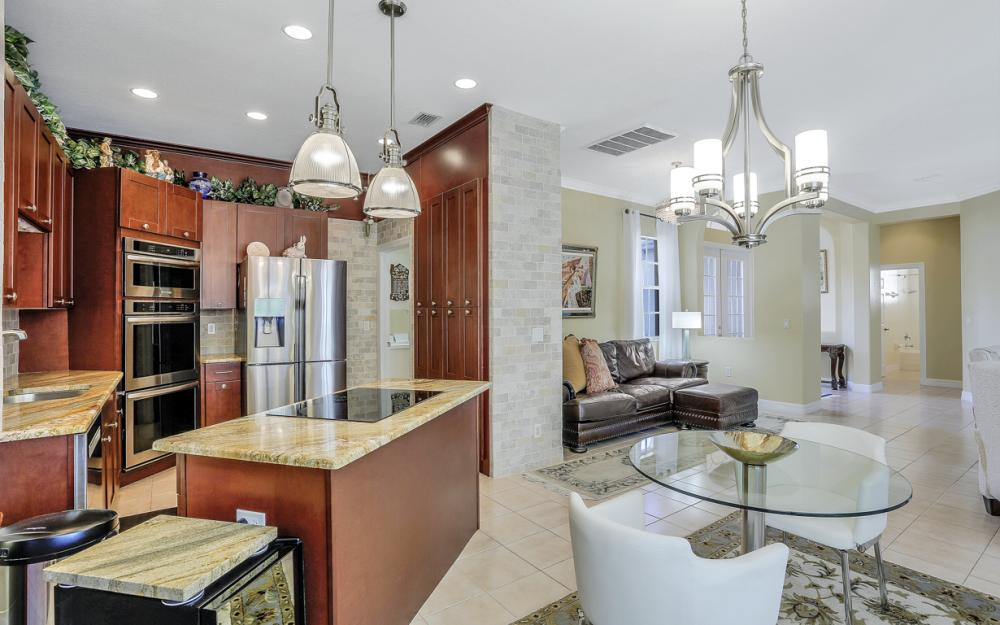 12911 Silverthorn Ct, Bonita Springs - Home For Sale 213987565