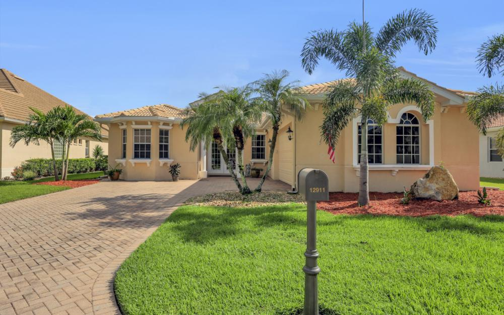 12911 Silverthorn Ct, Bonita Springs - Home For Sale 616413374