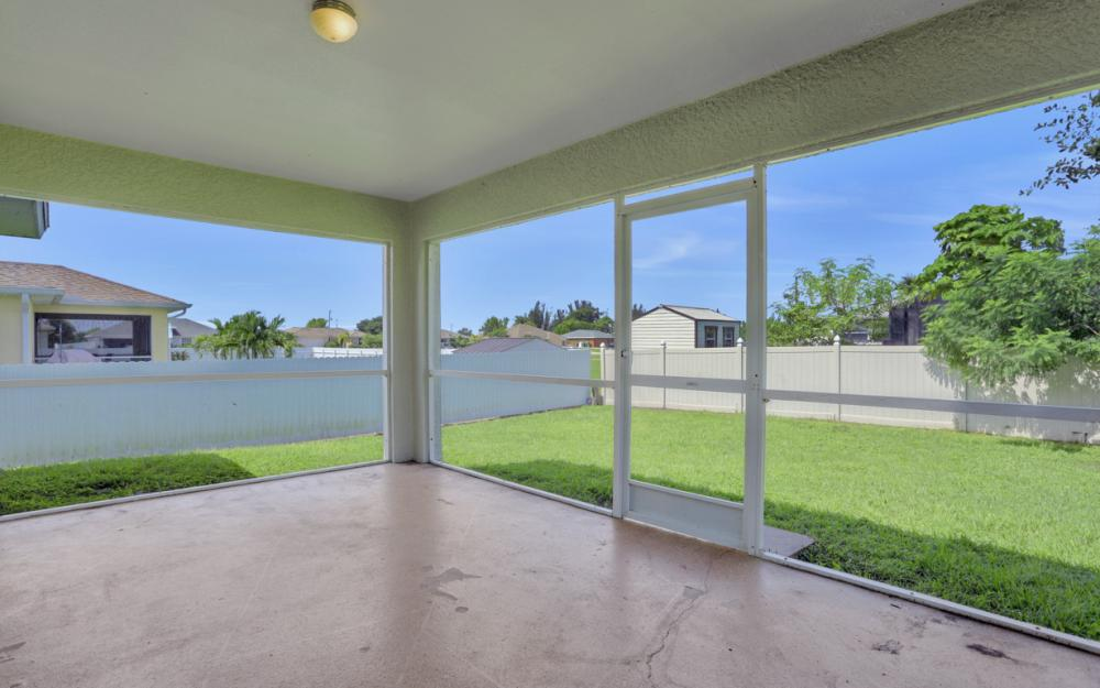 924 NE 4th Pl, Cape Coral - Home For Sale 2142134847