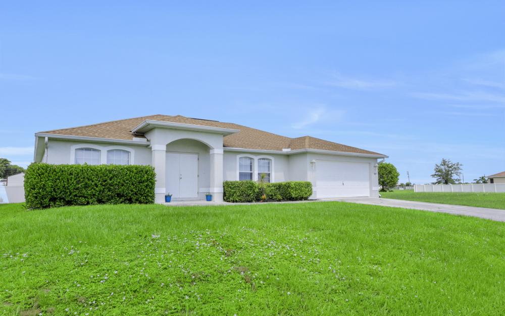 924 NE 4th Pl, Cape Coral - Home For Sale 967982305