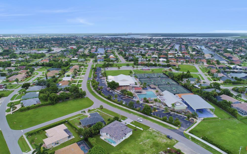 140 Sand Hill St Marco Island - Home For Sale 1105580431