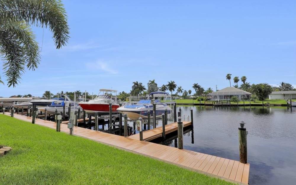 1640 Beach Pkwy, Cape Coral - Home For Sale 576759642