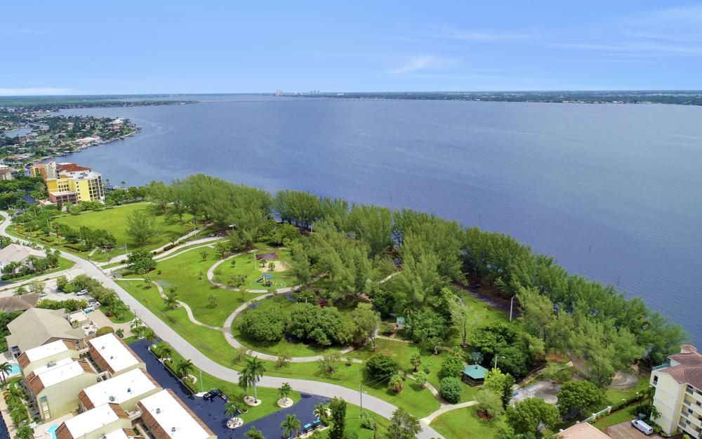 1640 Beach Pkwy, Cape Coral - Home For Sale 625625979