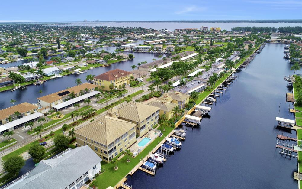 1640 Beach Pkwy, Cape Coral - Home For Sale 962657807