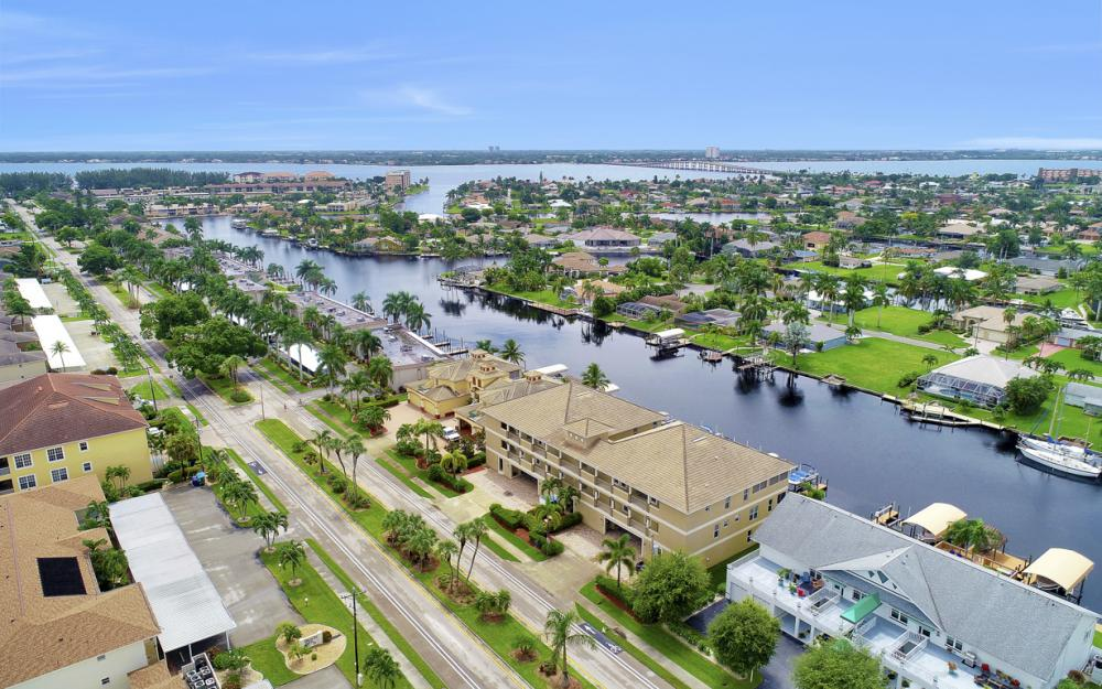 1640 Beach Pkwy, Cape Coral - Home For Sale 664969439