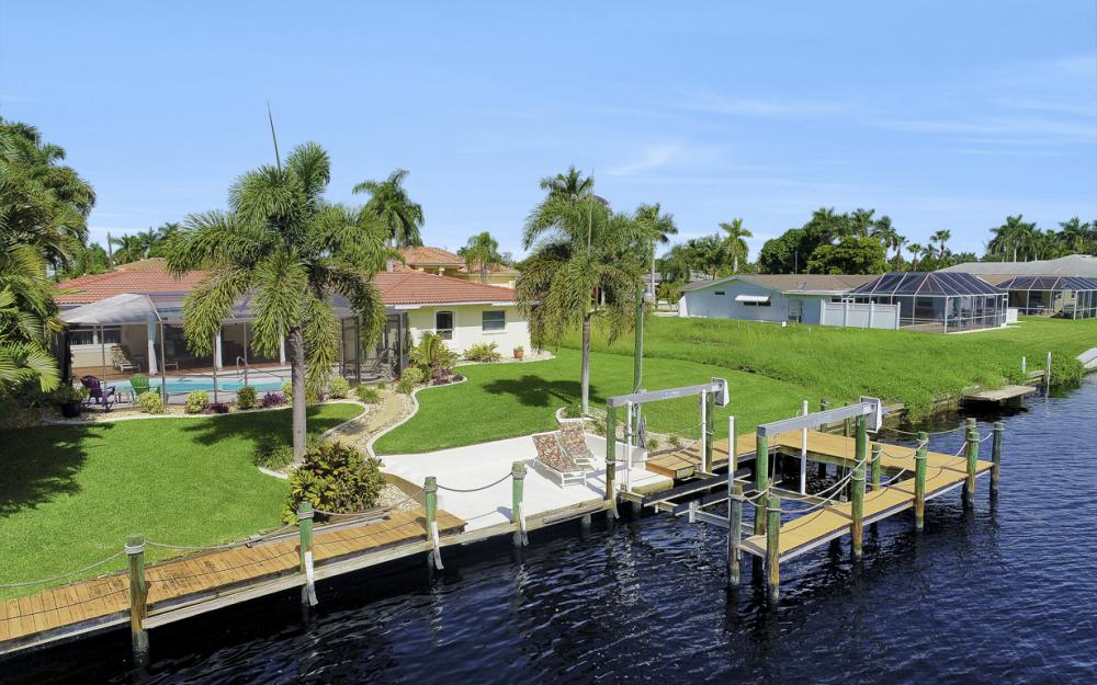5353 Bayshore Ave Cape Coral - Home For Sale 462728000
