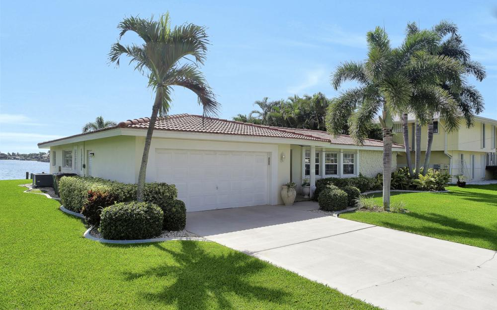 5353 Bayshore Ave Cape Coral - Home For Sale 297854074