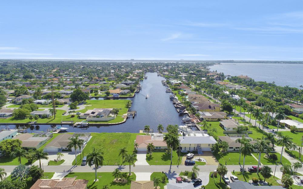 5353 Bayshore Ave Cape Coral - Home For Sale 143737531
