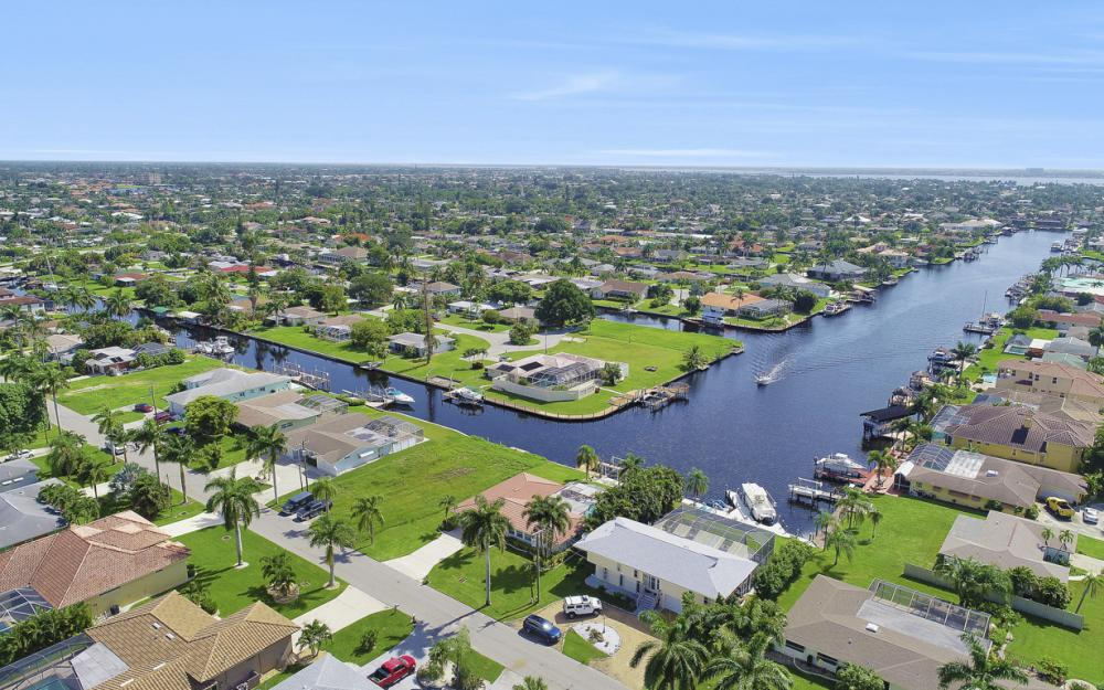 5353 Bayshore Ave Cape Coral - Home For Sale 2111996281