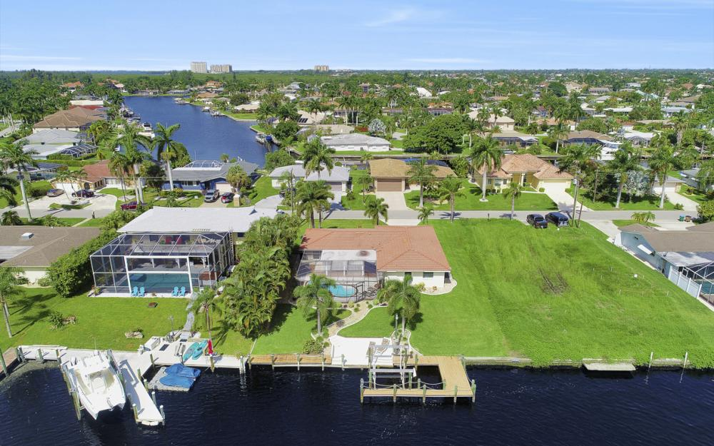 5353 Bayshore Ave Cape Coral - Home For Sale 524143465