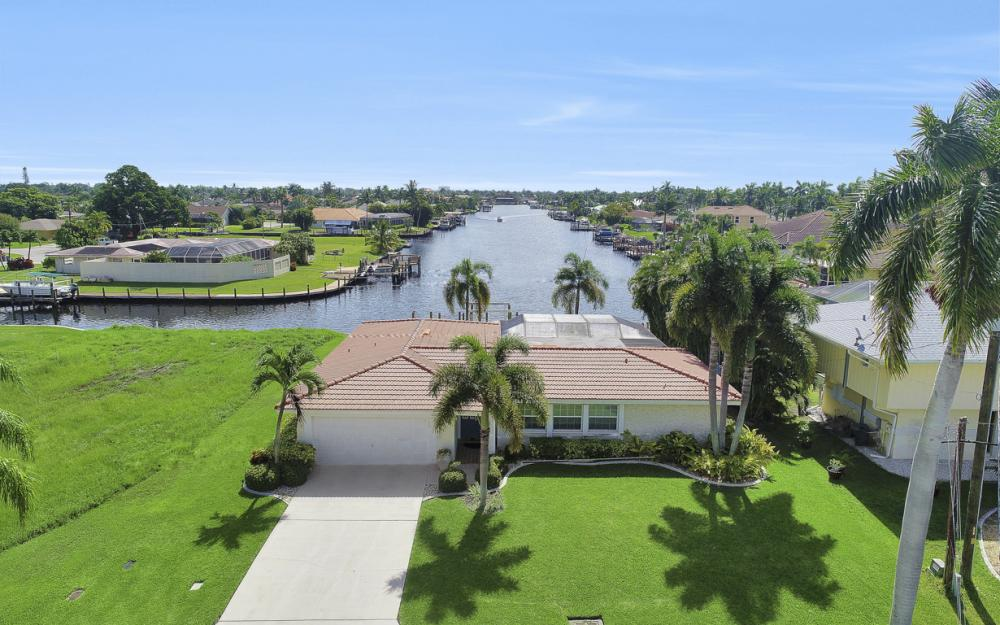 5353 Bayshore Ave Cape Coral - Home For Sale 291259526