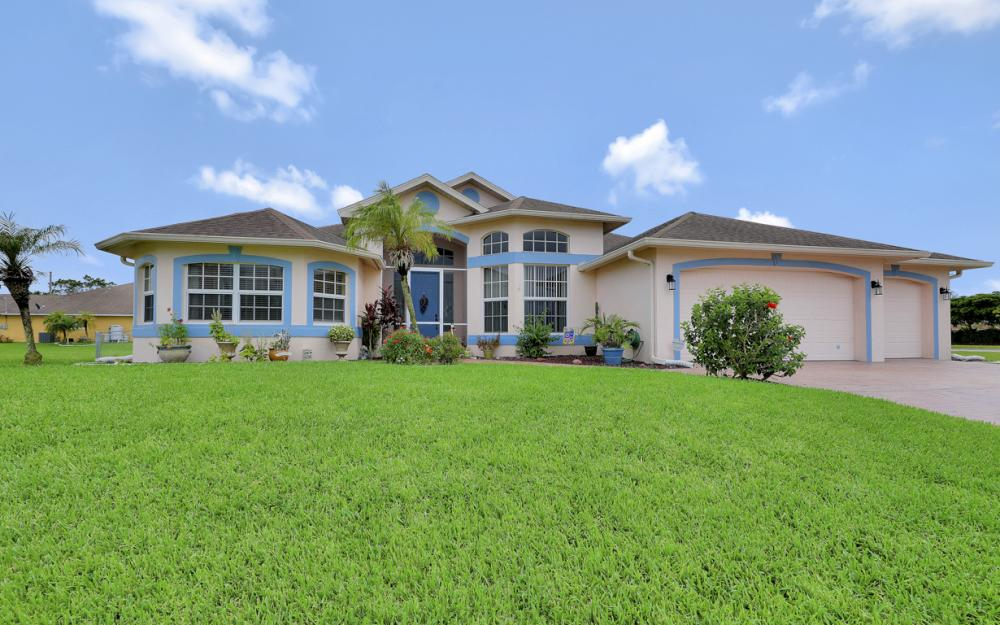 2334 SW Trafalgar Pkwy, Cape Coral - Home For Sale 613434555