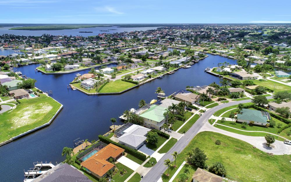807 Rose Ct, Marco Island - Home For Sale 171408968