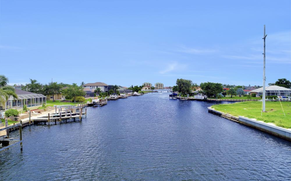 807 Rose Ct, Marco Island - Home For Sale 1452451586