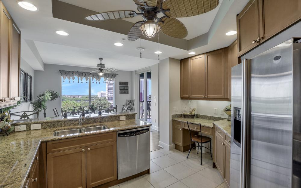 445 Cove Tower Dr #704, Naples - Condo For Sale 699990909