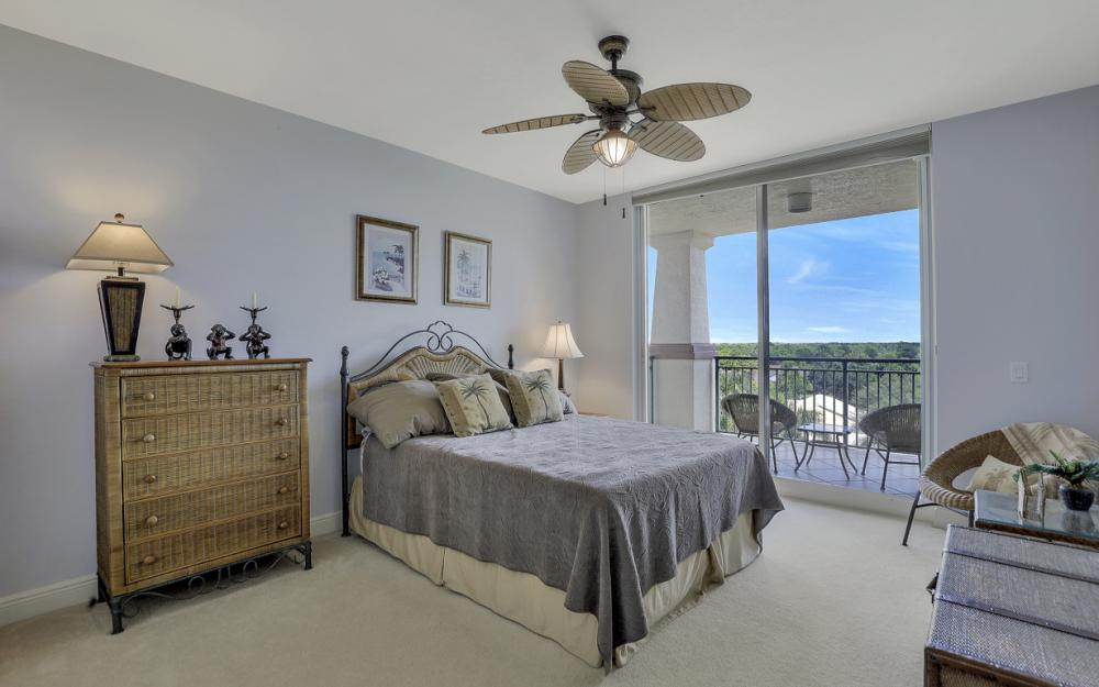 445 Cove Tower Dr #704, Naples - Condo For Sale 2147080524