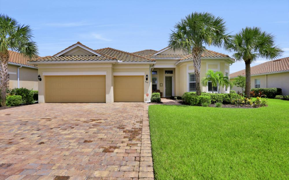 9267 Fieldstone Ln, Naples - Home For Sale 1814939724