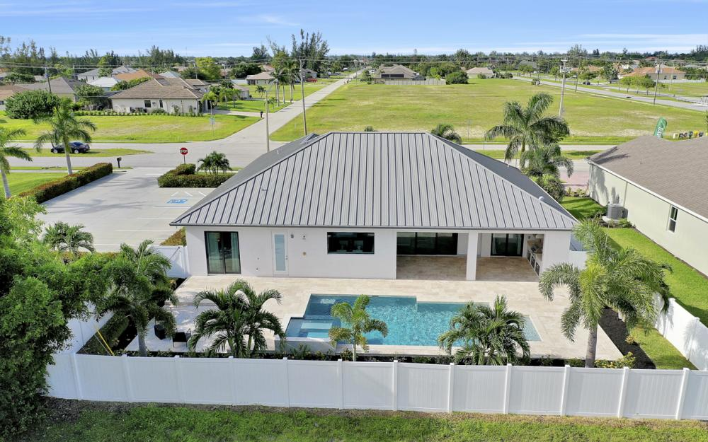1608 Beach Pkwy W, Cape Coral - Home For Sale 1100848448