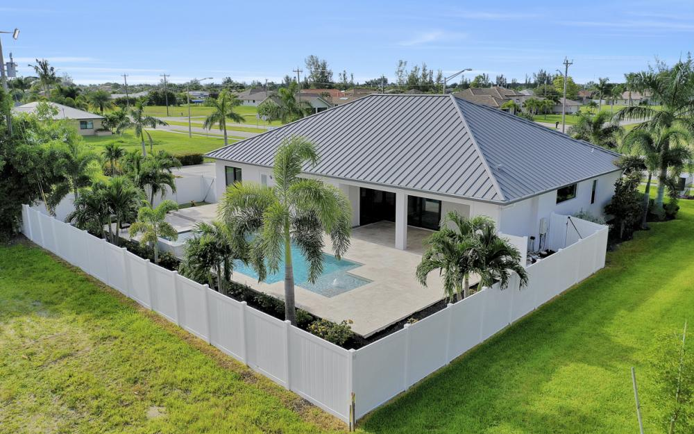 1608 Beach Pkwy W, Cape Coral - Home For Sale 2077149918