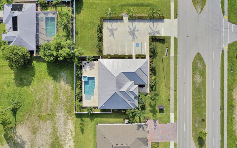 1608 Beach Pkwy W, Cape Coral - Home For Sale 1883649133