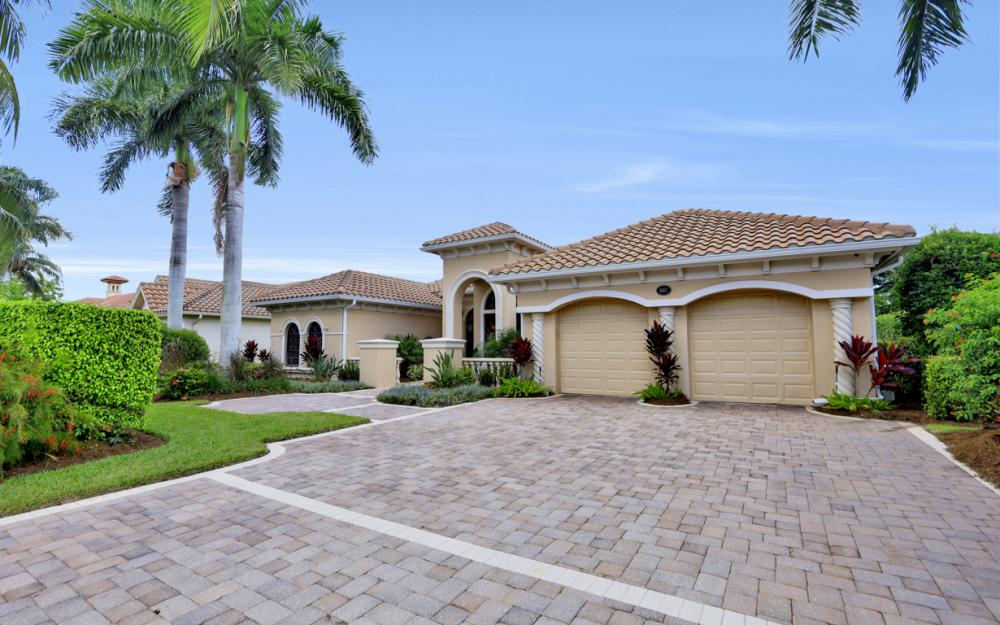 1007 Tivoli Dr, Naples - Home For Sale 2080031333