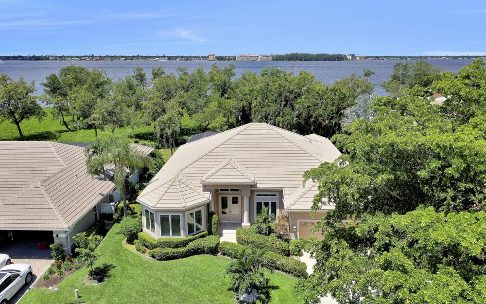 12520 Marina Club Dr, Fort Myers - Home For Sale 1013799832