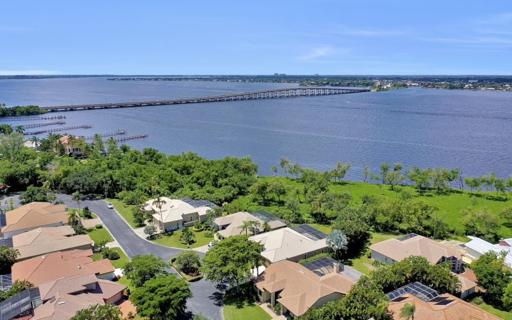 12520 Marina Club Dr, Fort Myers - Home For Sale 1045183923