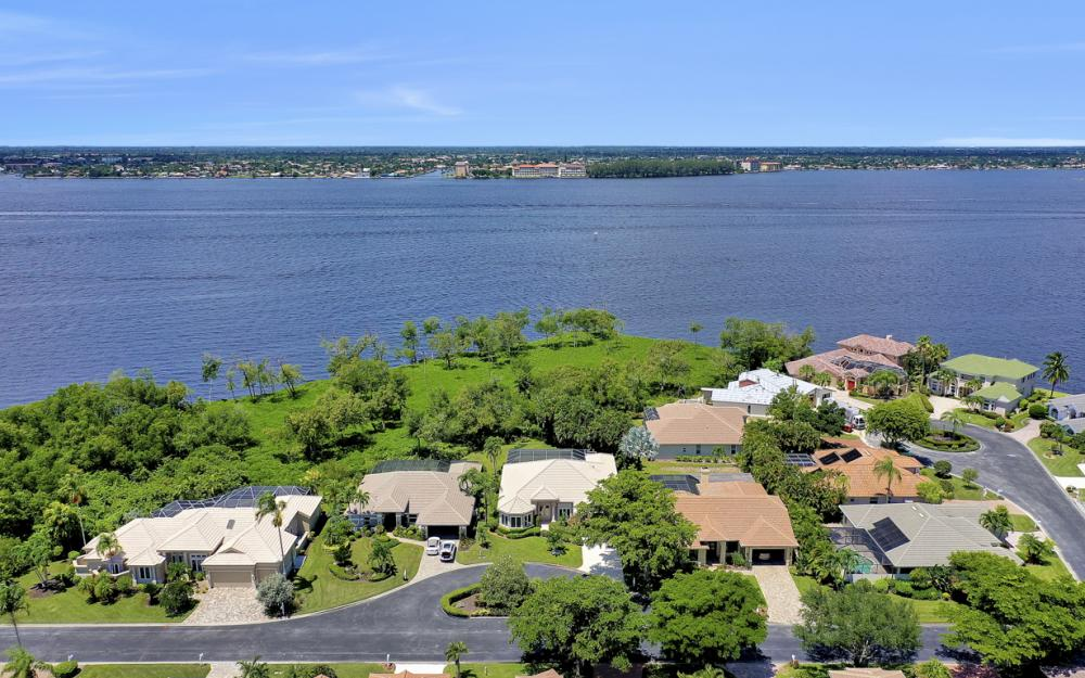 12520 Marina Club Dr, Fort Myers - Home For Sale 778350287