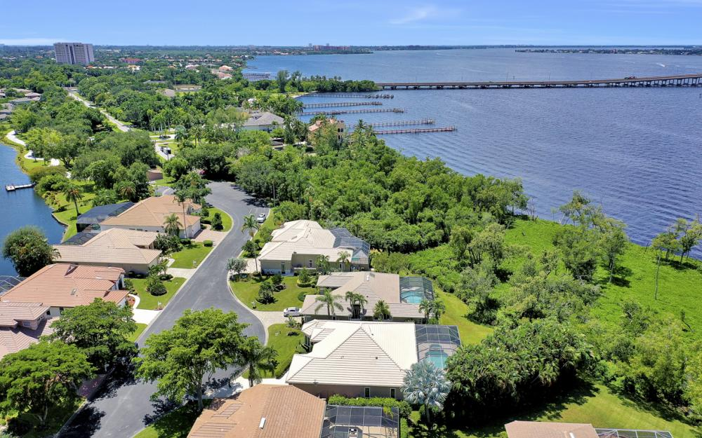 12520 Marina Club Dr, Fort Myers - Home For Sale 1238867536