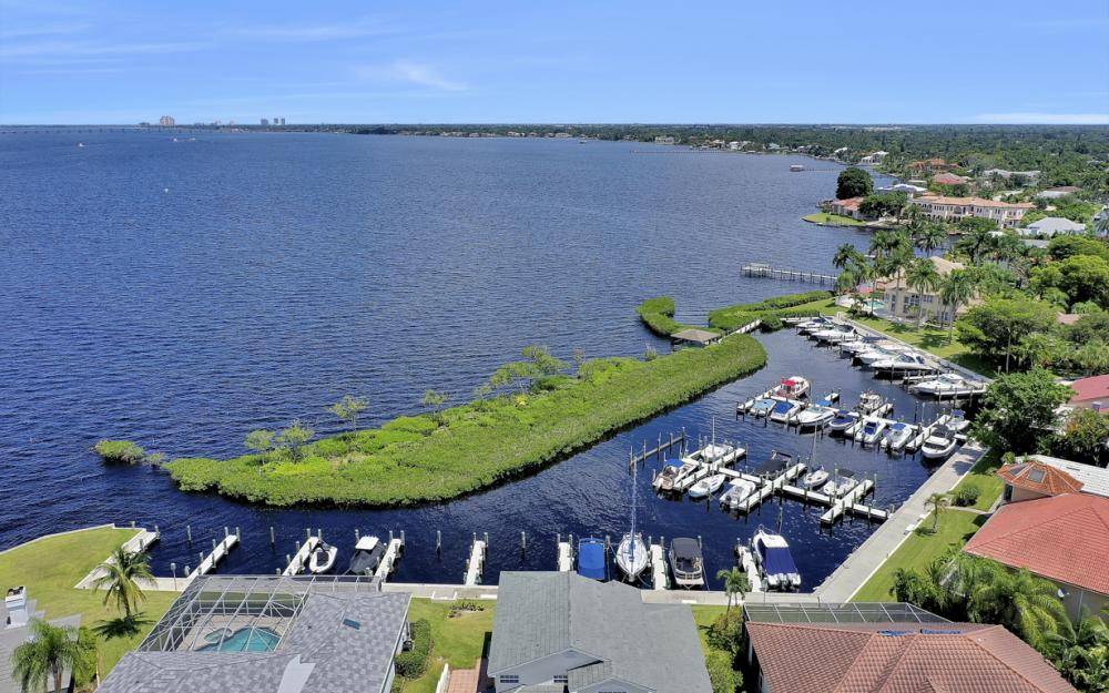 12520 Marina Club Dr, Fort Myers - Home For Sale 2000245673