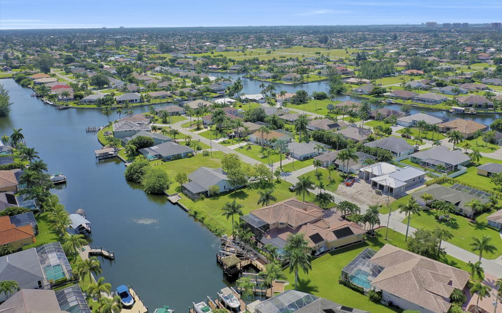 2409 SW 40th St, Cape Coral - Home For Sale 1159926513