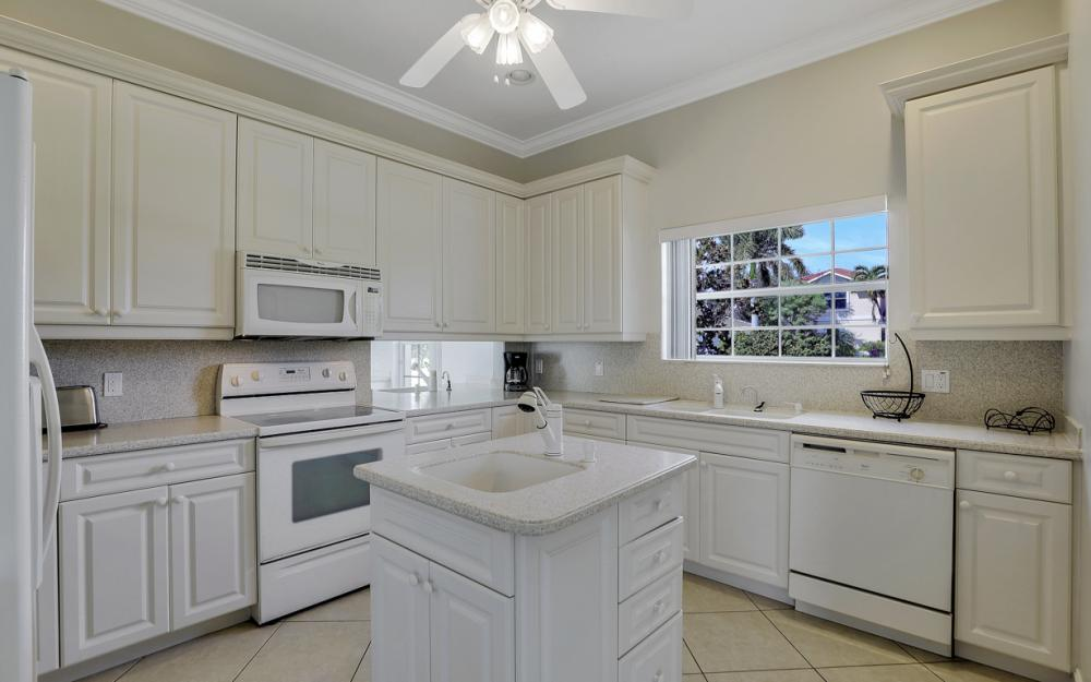551 Fieldstone Dr, Marco Island - Home For Sale 1170040811