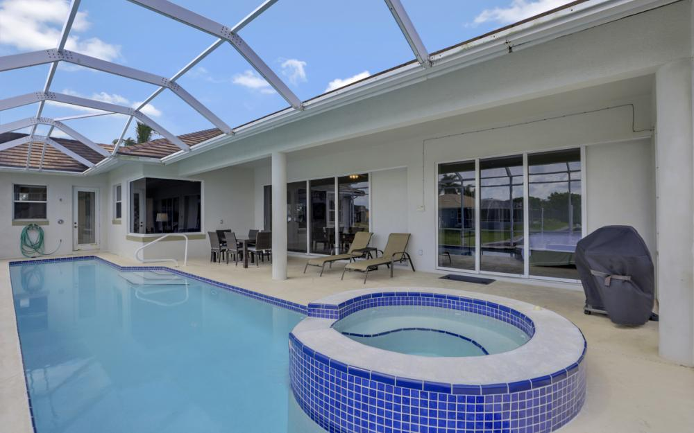 551 Fieldstone Dr, Marco Island - Home For Sale 1063005110