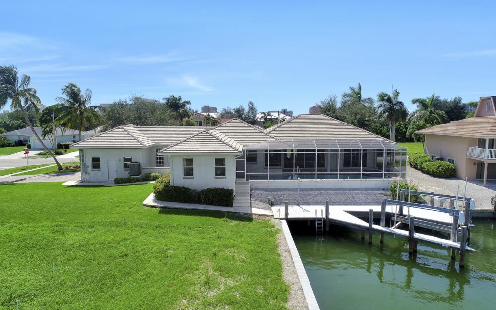 551 Fieldstone Dr, Marco Island - Home For Sale 2051898497