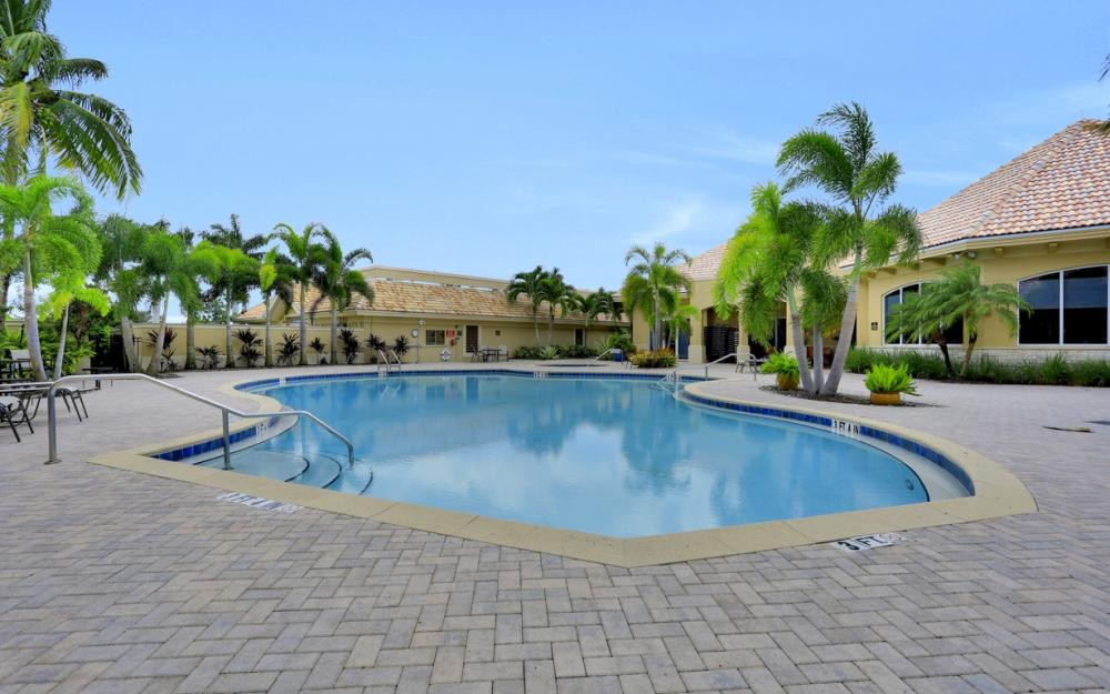13571 Southampton Dr, Bonita Springs - Home For Sale 415459781